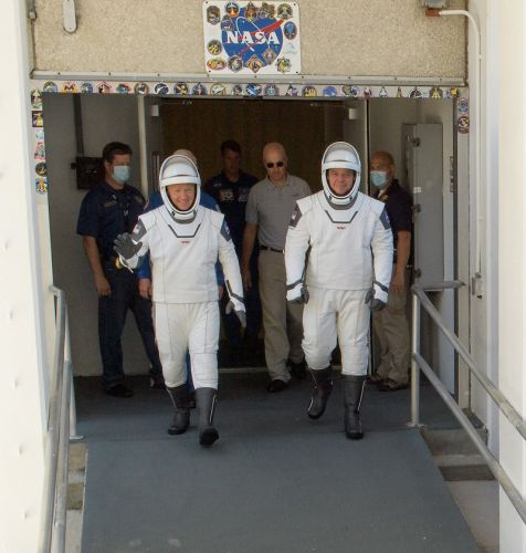 Dragon crew runs through launch day dress rehearsal