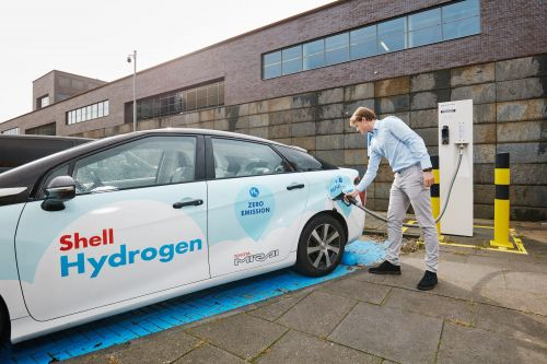 The hydrogen economy is set to explode into a $2.5 trillion industry. Bank of America lays out the winners and losers as the gas reaches a 'tipping point'