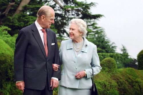 Family time 'will help the Queen cope' following Prince Phillip's death
