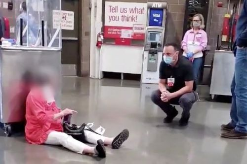 Woman stages sit-in after refusing to wear face mask in Costco supermarket