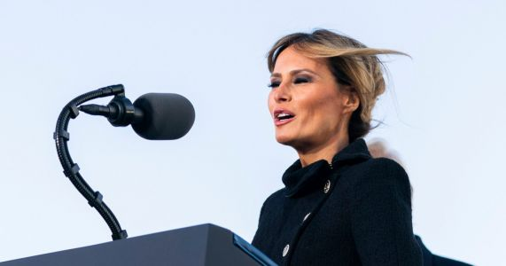 Melania Trump 'didn't write her own thank you notes' to White House staff