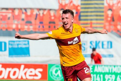 David Turnbull opens Motherwell contract talks as Stephen Robinson provides injury update