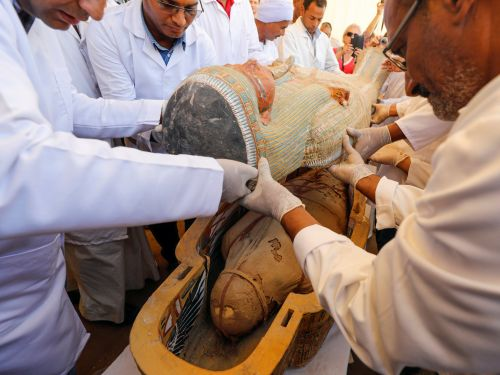 Archaeologists discovered 30 ancient sarcophagi in Egypt with perfectly preserved mummies inside. Photos show the biggest coffin find in a century