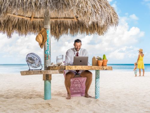 A hotel in Aruba is offering workstations on the beach for digital nomads - see the setup