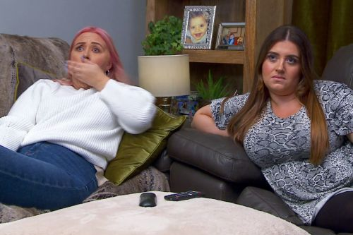 Gogglebox fans outraged as stars break self-isolating rules to film with people they don't live with