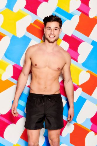 Love Island Welcomes 2 New Islanders, Tom Walker And Jordan Hames