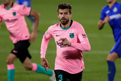 Gerard Pique risks splitting Barcelona dressing room after signing new contract