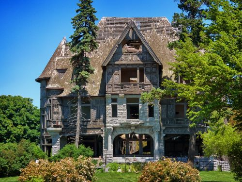 11 abandoned mansions around the world that likely used to be worth millions