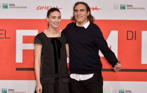 "Joaquin Phoenix and Rooney Mara ""welcome baby boy"" and name him River in tribute to actor's brother"
