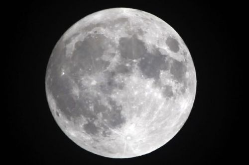 Nasa Says There's Plenty Of Water On The Moon And That Sounds Quite Appealing Right Now