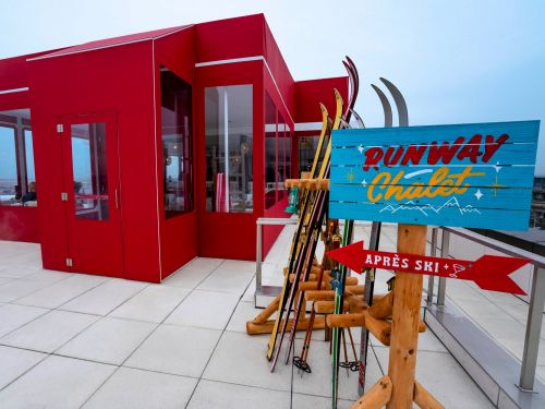 There's a '60s ski lodge-themed bar that sells $16 spiked hot chocolate on the rooftop of JFK's only airport hotel. Here's a look inside the retro 'runway chalet.'