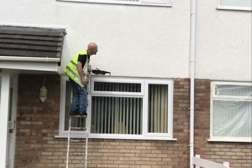 Bungling painter decorates wrong house for the eighth time - and has no idea why