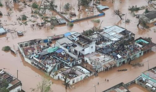 Rescue teams race to save hundreds trapped by Cyclone Idai as DEC launches fundraising appeal