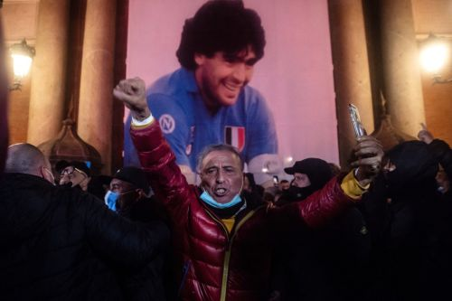 Maradona divides Italy, in life and in death