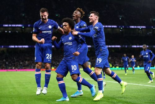 Frank Lampard confirms Chelsea 'haven't given up' on keeping Willian with contract talks 'ongoing'