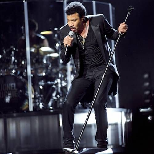 Lionel Richie finds it difficult giving his daughters love advice