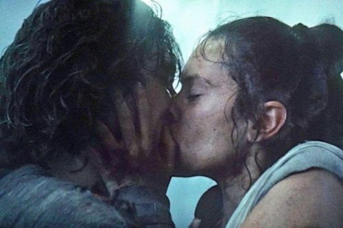 Star Wars: Rise of Skywalker novelisation confirms Rey and Kylo kiss was not romantic