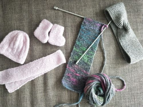 Learning how to knit during the pandemic improved my mental health - here are 9 online knitting courses, kits, and books to help beginners get started