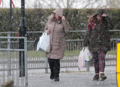 UK weather forecast - SNOW falls in London and Leeds on first day of summer as temperatures plunge to -4C