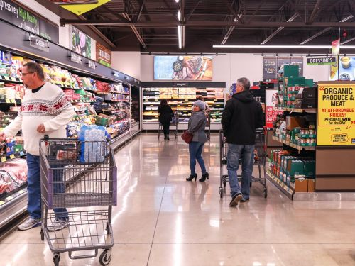 We visited two of the best grocery stores in the US. Here's why Aldi is better than H-E-B for the budget shopper who hates to shop