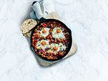 Live life on the veg with Prue & Peta Leith! Shakshuka with baked eggs