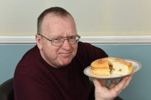Man whose body turns food into alcohol can get blind drunk from a slice of cake
