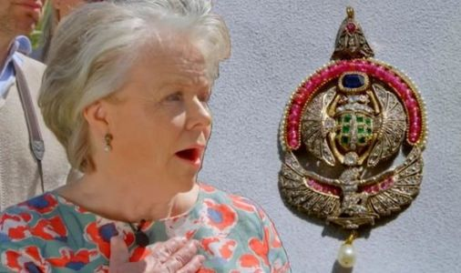 Antiques Roadshow guest lost for words over shock valuation of Egyptian brooch