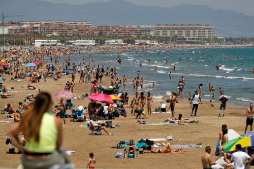 FCO travel advice changes to allow Brits to holiday in low-risk countries