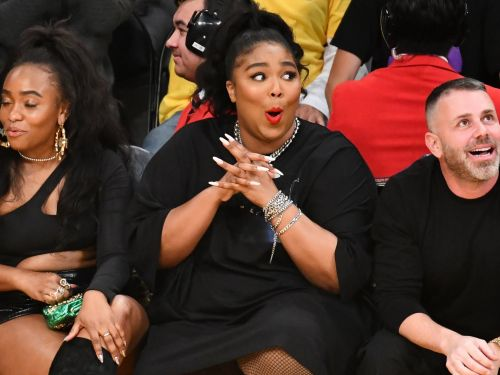 Lizzo twerked and exposed her thong on the Jumbotron at a Lakers game
