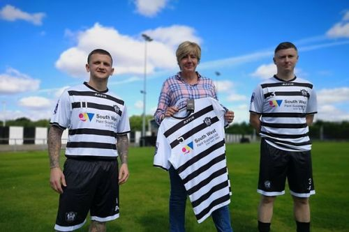 Rutherglen Glencairn delighted with result as they design their own kit