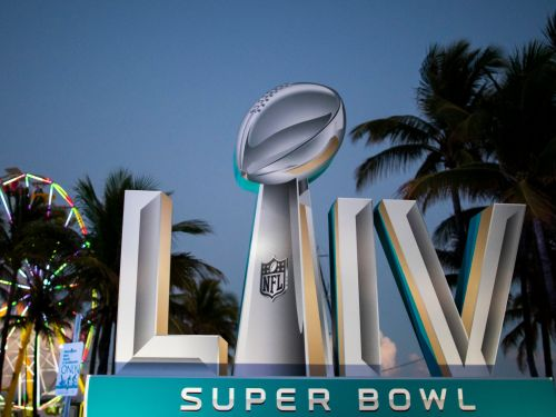 What it's like to go to the Super Bowl as an ultra-wealthy VIP, from flying in on a private jet to dropping $100,000 on 'luxury experience' packages