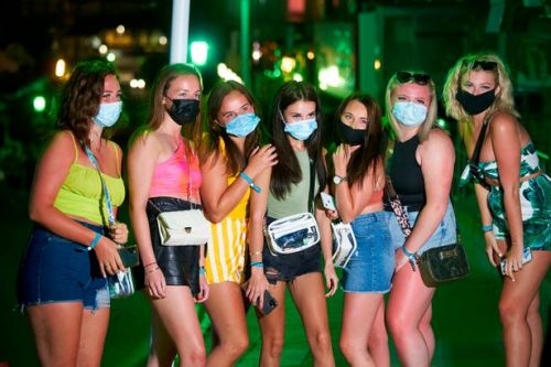 Brits in Magaluf enjoy last drinks before famous party strip closed by police