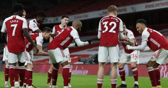Aubameyang back to his best as Arsenal cruise past woeful Newcastle