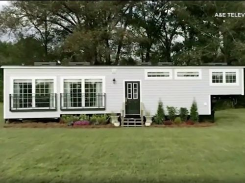 A couple says their builder stole their tiny house after they appeared on 'Tiny House Nation'