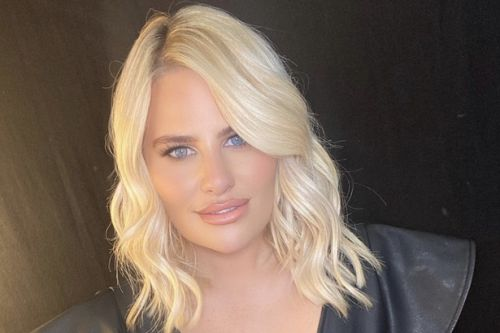 Danielle Armstrong 'breaks lockdown rules as star enjoys boozy party with pals'