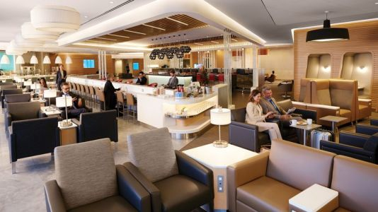 American Airlines is bringing back hot food service in its lounges
