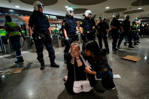Police Get Rough With Demonstrators In America And Around The World As Anti-Racist Protests Continue