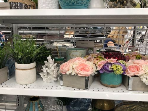 We compared Ross and the struggling Pier 1 Imports and saw why the messier store is actually better to shop for home goods