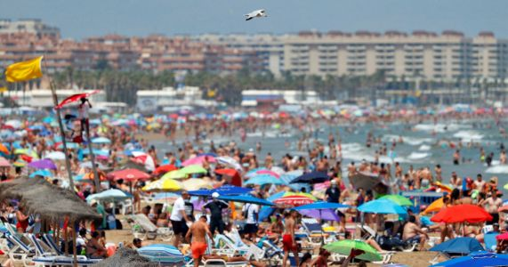 6,000,000 holidays to Spain and Greece facing ruin if travel rules change again