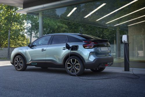Citroën unveils the ë-C4, an electric crossover with an iPad shelf for the passenger