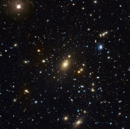 Record-setting ultra-massive black hole found at heart of galaxy cluster