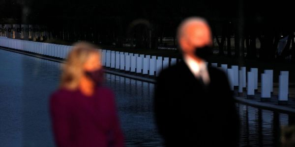 'To heal, we must remember': Biden paid tribute to 400,000 Americans lost to COVID-19 with moving ceremony at Lincoln Memorial