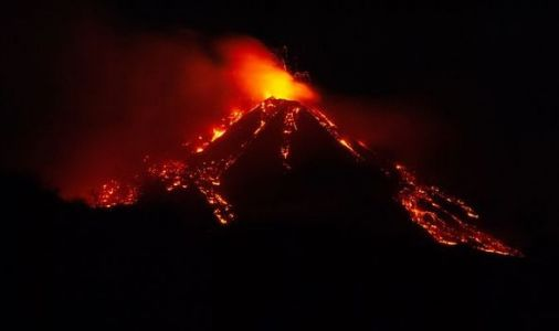 Mount Etna earthquake after incredible images show lava oozing amid explosive 'fireworks'