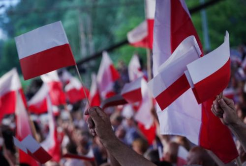 Poland's Duda goes to war against foreign media