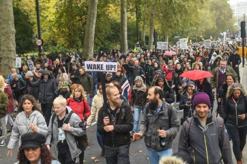 Anti-mask mob chant 'freedom' and demand end to lockdown in London protest