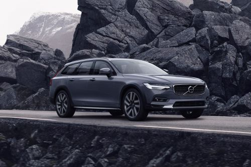 Upgraded Volvo S90 and V90 get mild-hybrid power