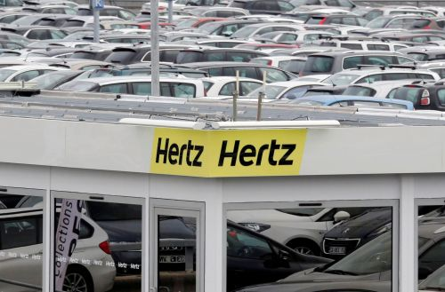 Car-rental giant Hertz is allowed to move forward with its unprecedented plan to sell $1 billion worth of new stock, a blow to traders who gobbled up the stockafter its bankruptcy filing