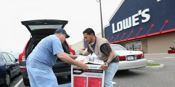 Lowe's soars the most in 11 years after smashing earnings estimates