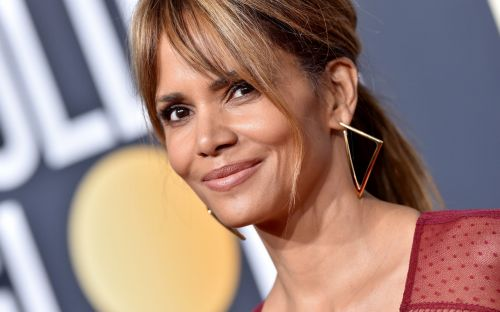 Halle Berry apologises for comments on transgender role