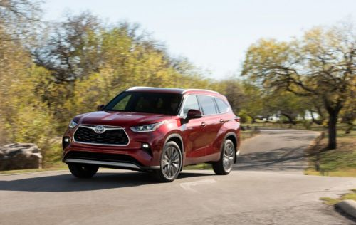 The Toyota Highlander hybrid is a big three-row with a buzzy engine